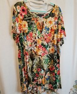 Nwt floral print tunic with button detail